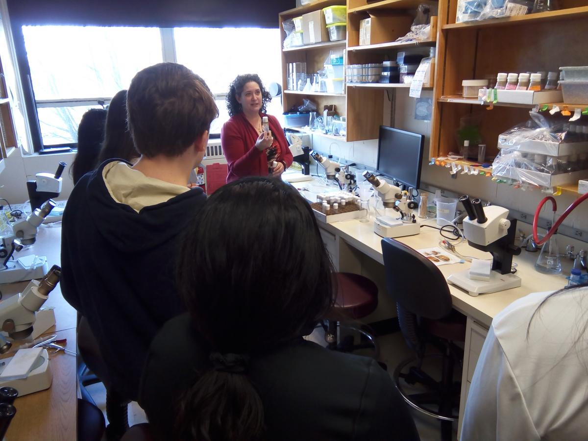 Dara Ruiz-Whalen in the lab with Immersion Science Program students