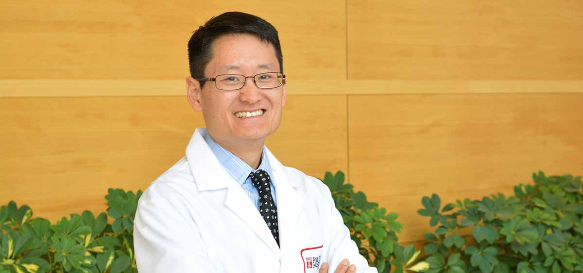 As a head and neck surgeon, Jeffrey Liu, MD, FACS, has a special interest in thyroid tumors with treatment expertise in complex, revision and complex, revision, or unusual pathology thyroid cancers.